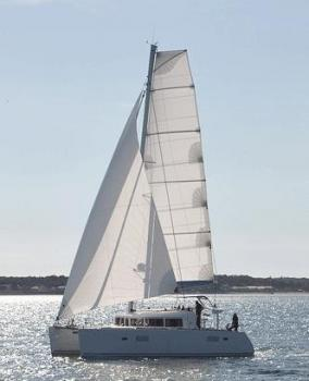 Yacht charter Lagoon 400 (4+2 cabins) - Caribbean, Martinique, Le Marin