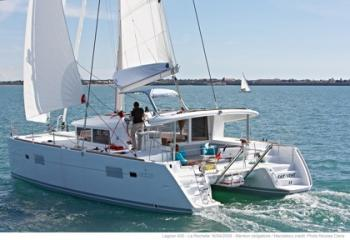 Yacht charter Lagoon 400 (3+2 cabins) - Caribbean, Martinique, Le Marin