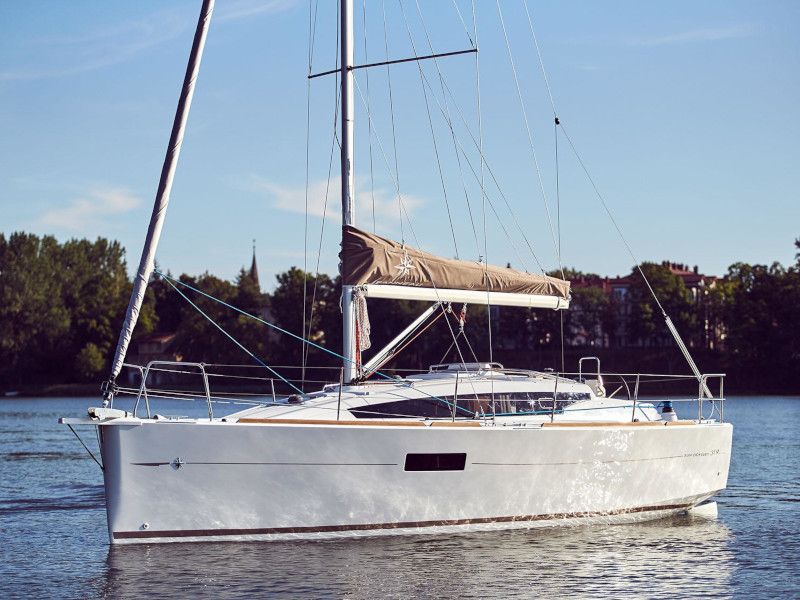 Yacht charter Sun Odyssey 319 - Italy, Sicilia, Palermo
